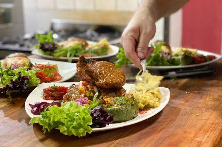 Basílico: cena a puertas cerradas