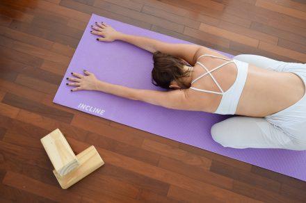 Yoga para evitar el estrés en casa