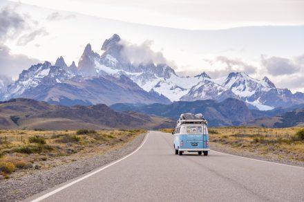Soltar y Viajar: el sueño de llegar a Alaska en kombi