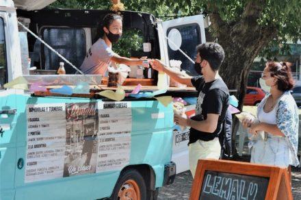 Feria gastronómica en Plaza Azcuénaga
