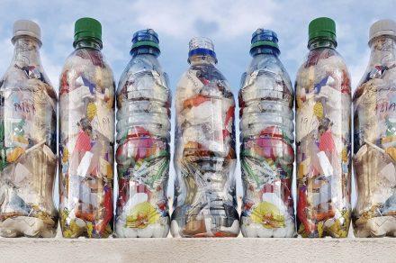 Ecobotellas: la iniciativa de dos platenses para reciclar plástico