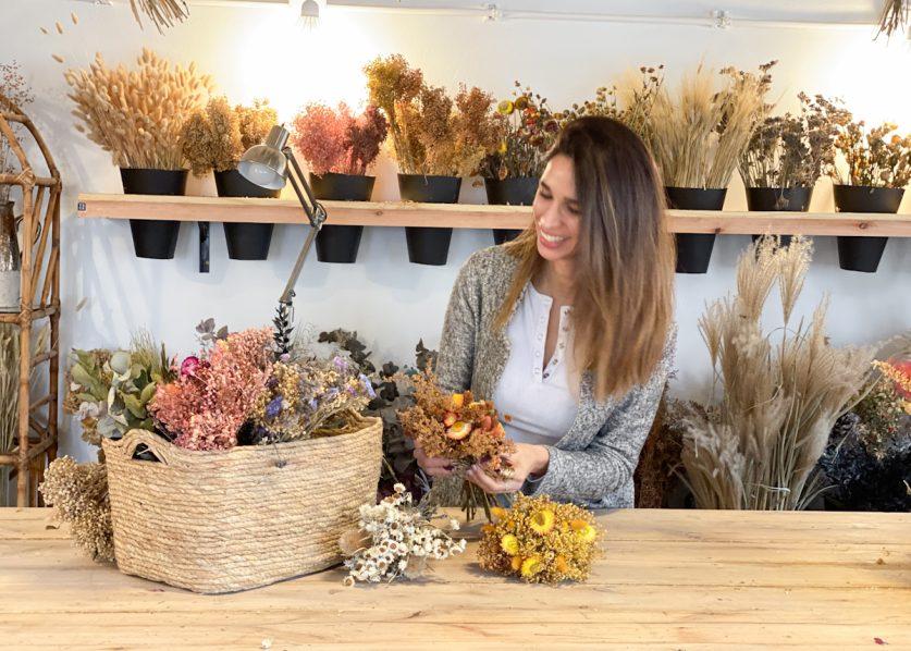 Ramo Seco: con plantas de su casa armó una tienda taller de flores preservadas
